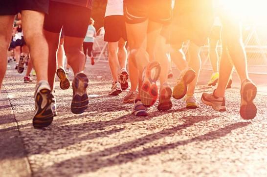 Koşmak kardiyo antrenmanlarının vazgeçilmezlerindendir.