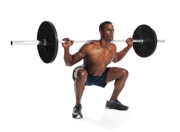 Squat ile merkez kaslarınızı da geliştirmeye devam edebilirsiniz.