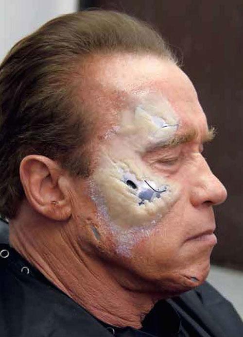Arnold bir hayli keyifli görünüyor